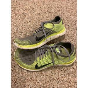 Women's Nike Free 4.0 Flyknit Size 9